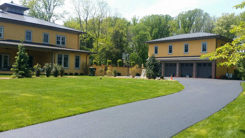 picture of residential asphalt paving