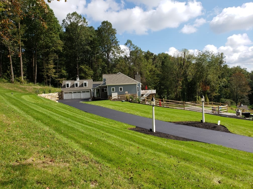 picture of a new asphalt driveway in Malvern, PA