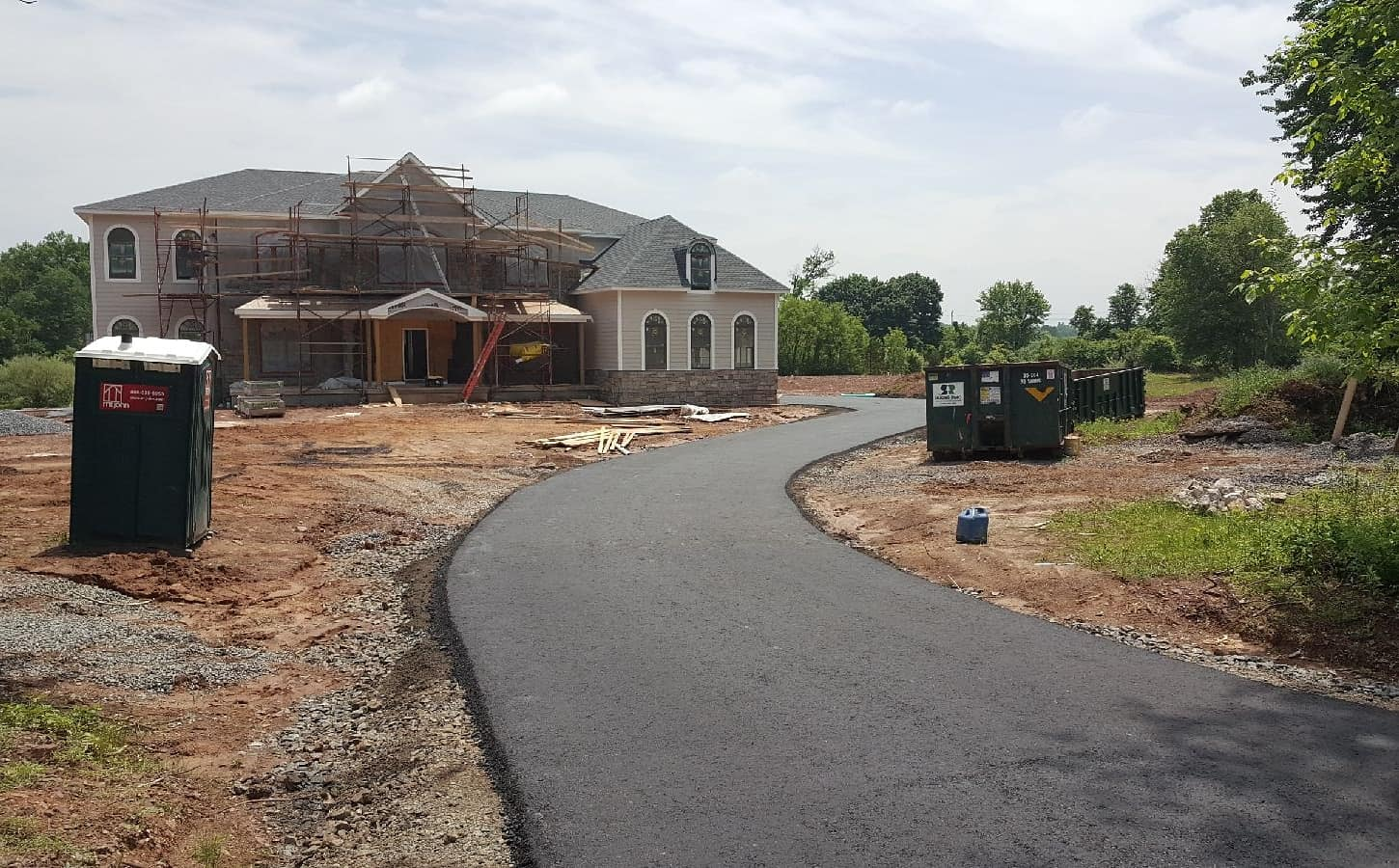picture of brand new asphalt driveway in Pennington, NJ